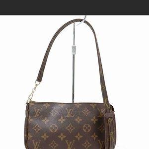 Auth Louis Vuitton Pochette Crossbody #985L23